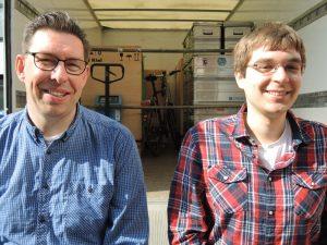 Micha P und Stefan mit gepacktem Parabelflugexperiment